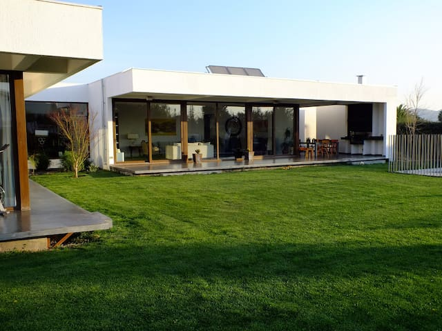 Beautiful and Modern Family House - Chicureo - House