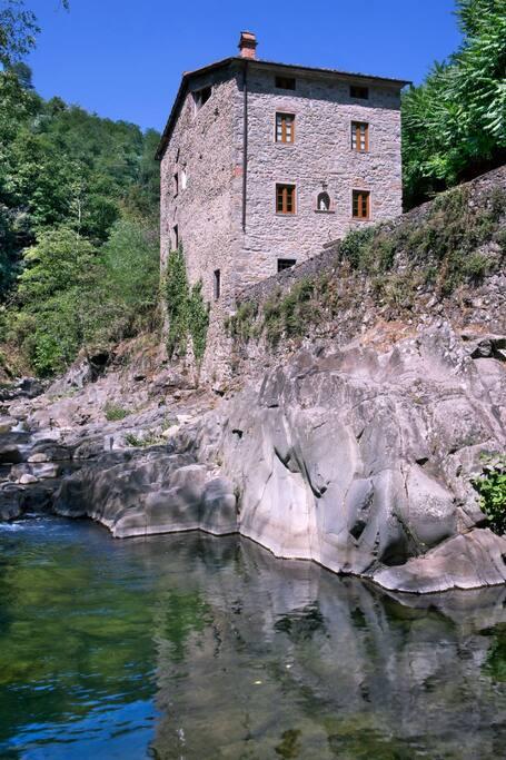 Il mulino visto dal fiume