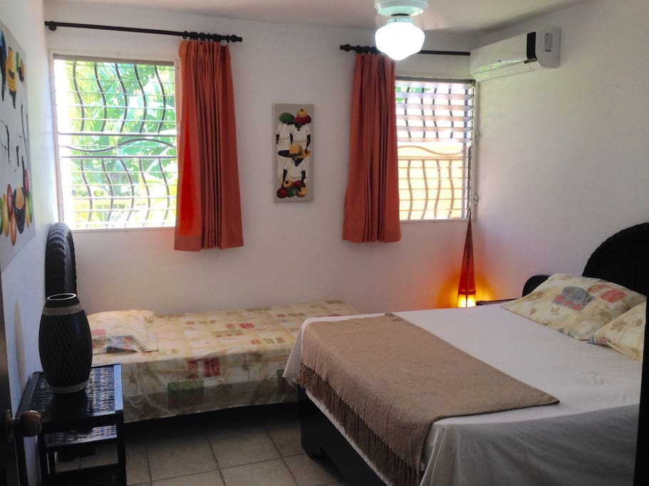 2 Betten und Klima im Schlafzimmer