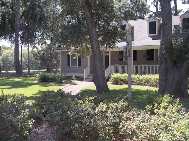 Serenity Oaks  **3 Mi to Inlet & Beaches - Murrells Inlet - Holiday home