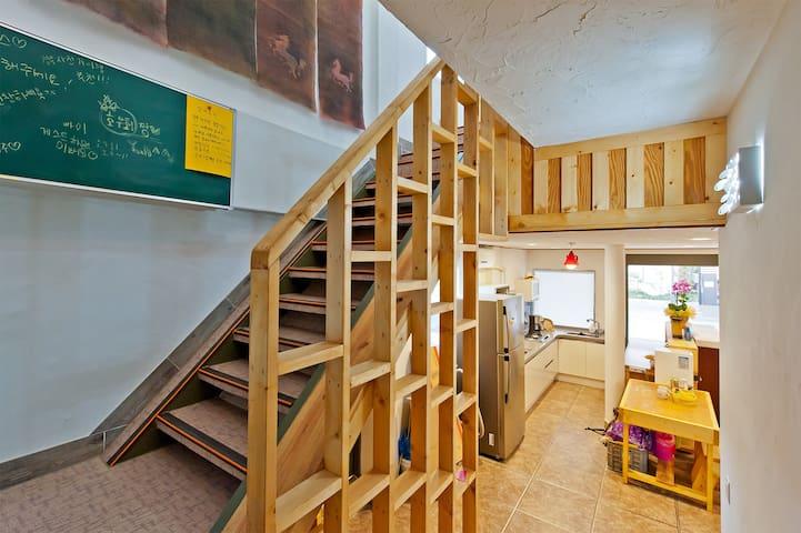 YEOHAENGGIL Family room