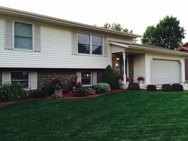 Notre Dame Area Home Available! - Mishawaka - Dom