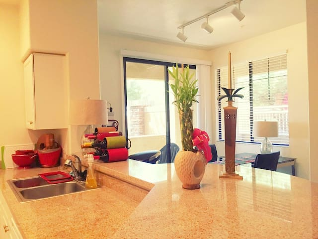 Charming BD across Stadium & Malls - Glendale - Appartement