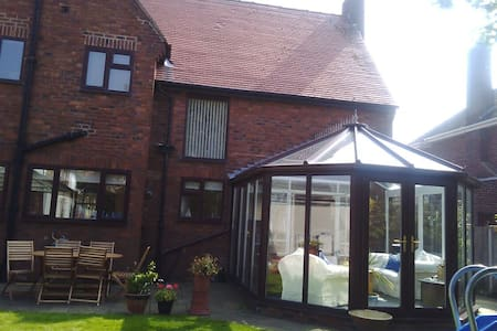 Lovely and spacious detached home offering B&B - Meols - Dom