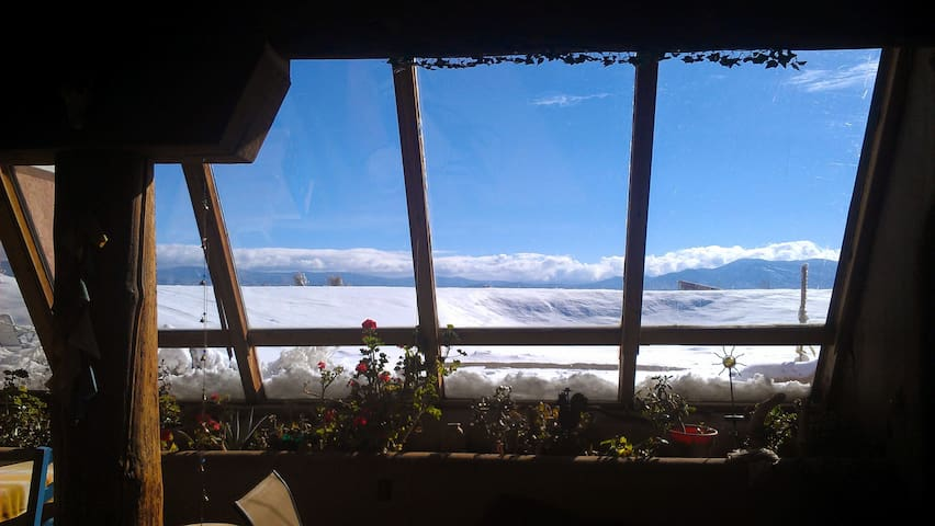 Taos Earthship, 2 bdrm Virtual Hideaway!