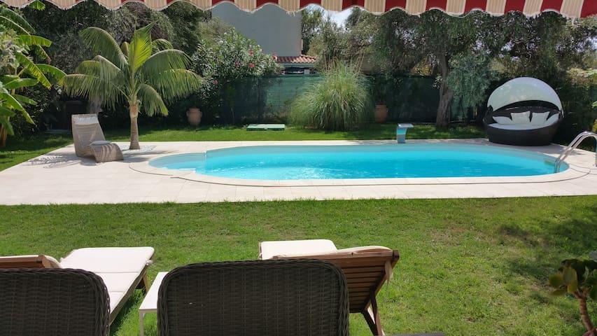 Villa Ines, sul mare con piscina