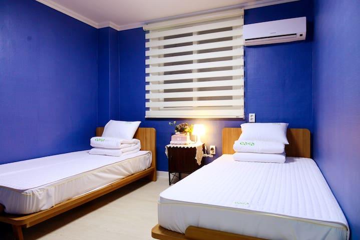 경주 까사게스트하우스 시내 관광지 인근의 2인 트윈 침대 객실 - Geumseong-ro 259beon-gil, Gyeongju-si - Oda + Kahvaltı