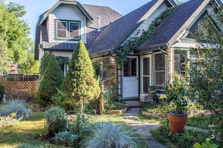 Private, Quaint, Oldtown Coachhouse - Fort Collins