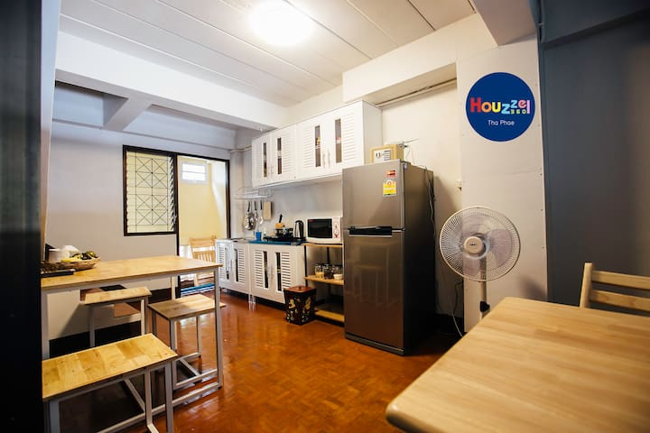 #4 Old City Tha Phae Gate. Budget Great View room - Mueang Chiang Mai District - House