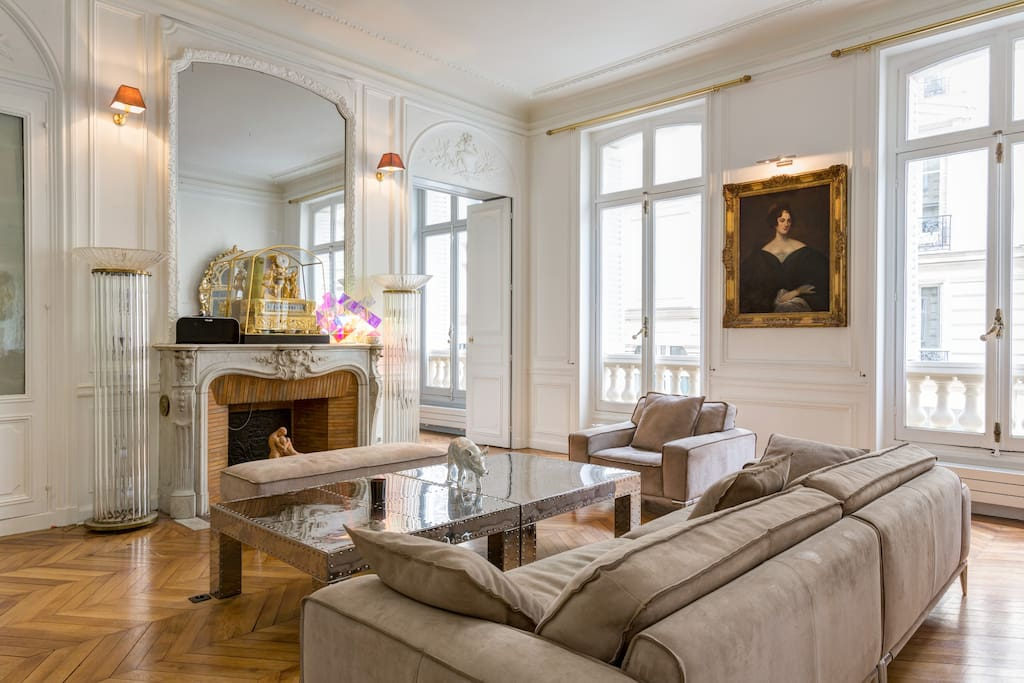 Atypique monceau and champs elys e appartements louer for Location local commercial atypique paris