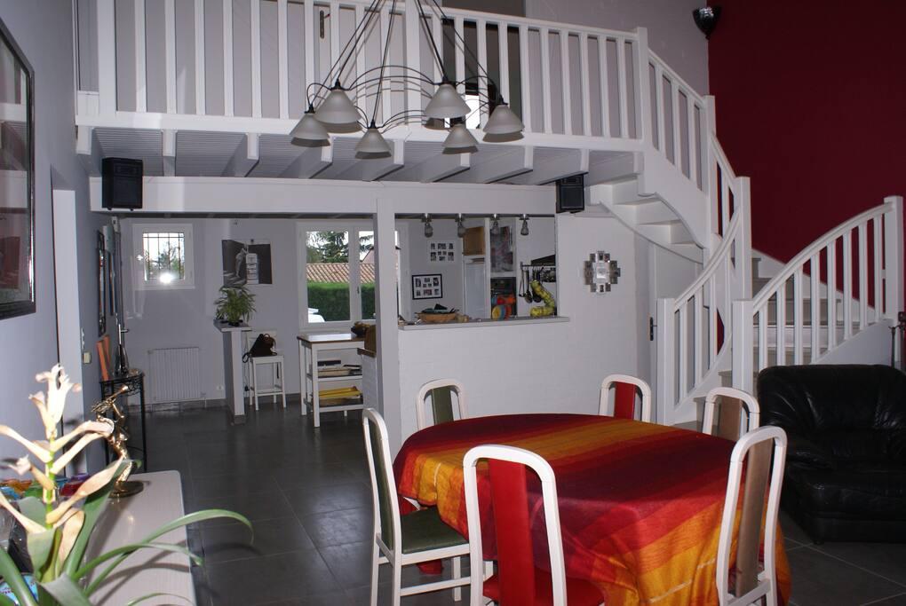 Cuisine et salle à manger; Chambre sur la mezzanine