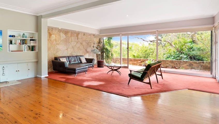 Fairlight sanctuary, close to Manly, single room