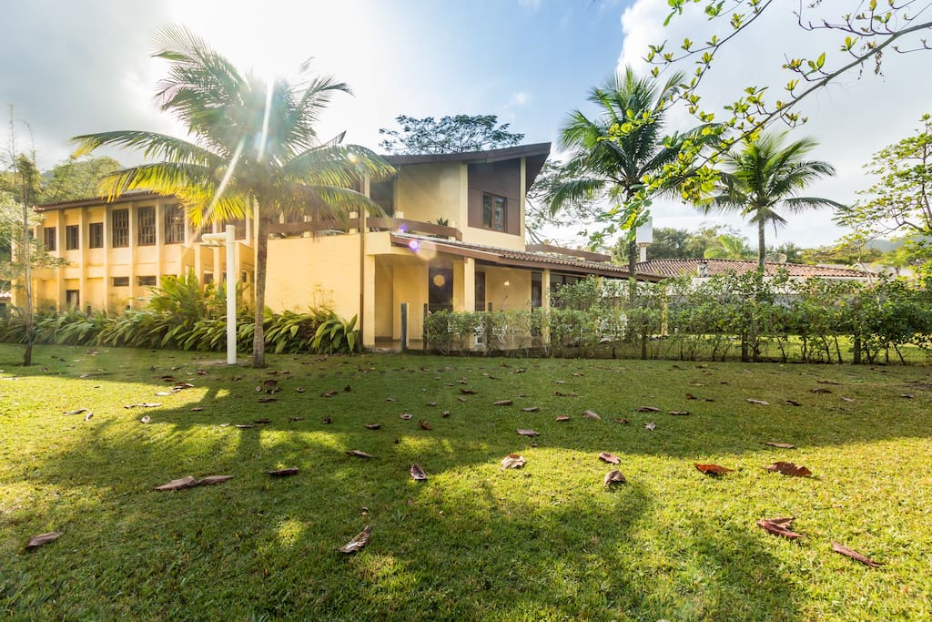Nossa casa é grande e confortável, de frente pro mar - it´s a big and comfortable beachfront house