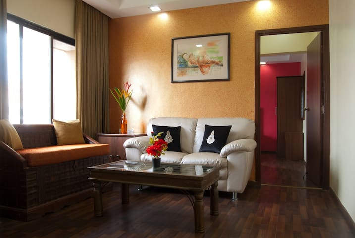 Colourful & Comfortable, Entire 1 Bedroom Apt
