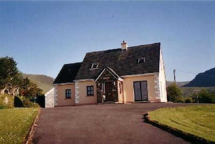 Modern unique cottage ,great views - Dingle - Casa