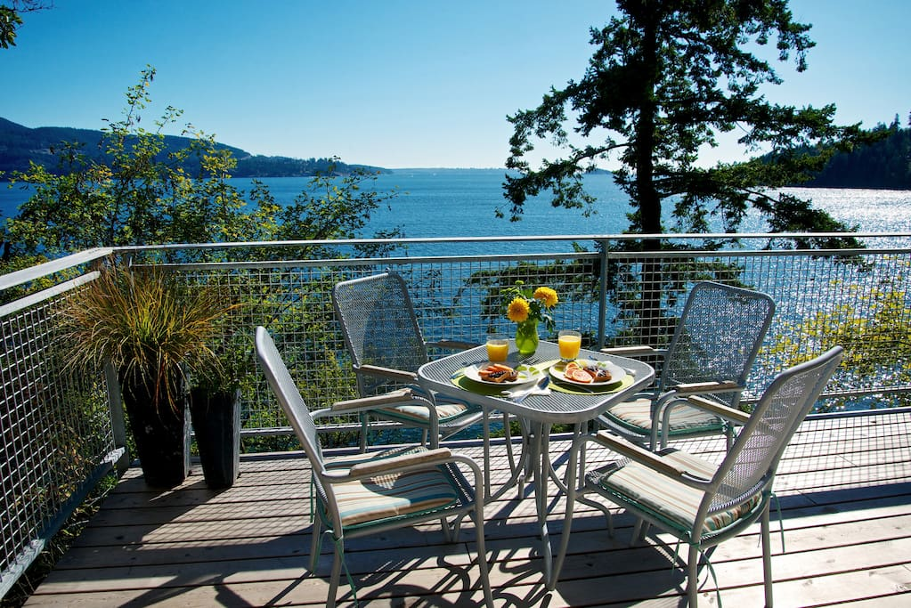 The Lazy B Waterfront Suite has new seaside decks with southern exposure and panoramic ocean views. Briquette BBQ, 1 minute to beach