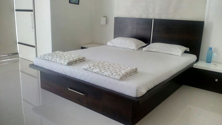 Grandeur Suits Service Apartments - Nashik - Apartment