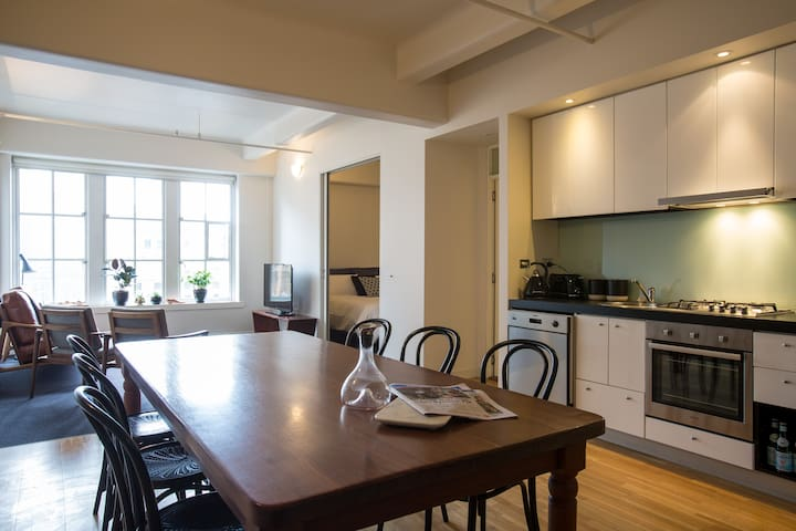 Loft on Collins Street- 2BR in Heritage Building - メルボルン - 別荘