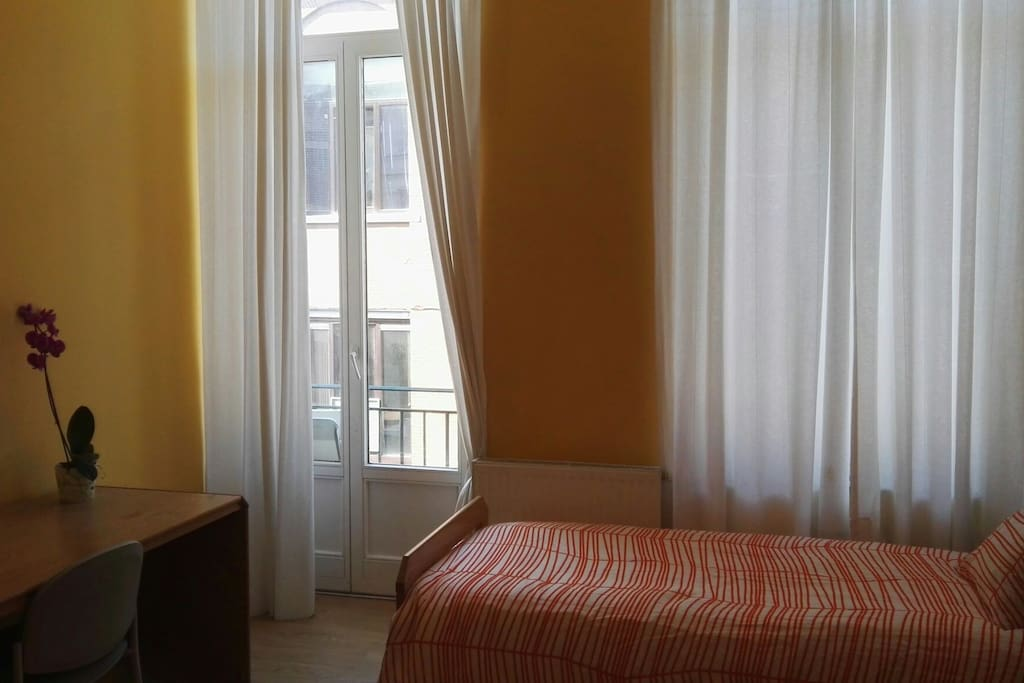 studio 1p eu schumann ref w1m appartements louer bruxelles bruxelles belgique. Black Bedroom Furniture Sets. Home Design Ideas