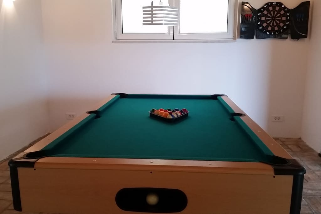 Pool-table/ Dart