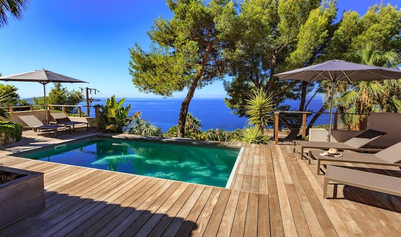 Vaste maison moderne vue mer et piscine chauff e maisons for Piscine carqueiranne