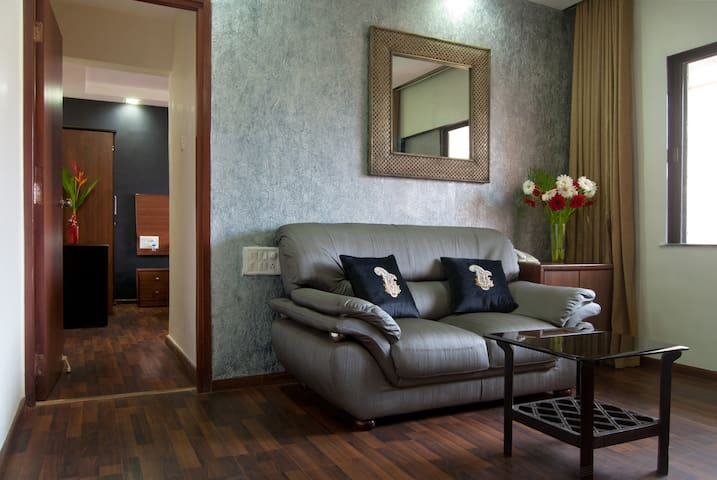 Pool-facing, quiet - Entire 1 bedroom Apt - Mumbai - Serviced apartment