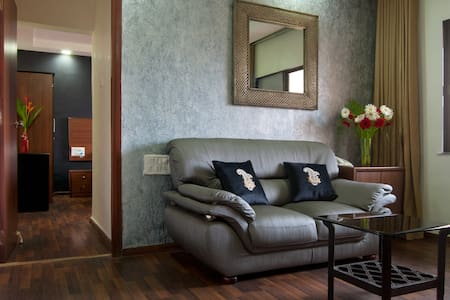 Pool-facing, quiet - Entire 1 bedroom Apt - Mumbai - Serviced flat