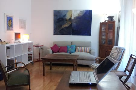 Room beside Museum Prado - Madrid - Apartment