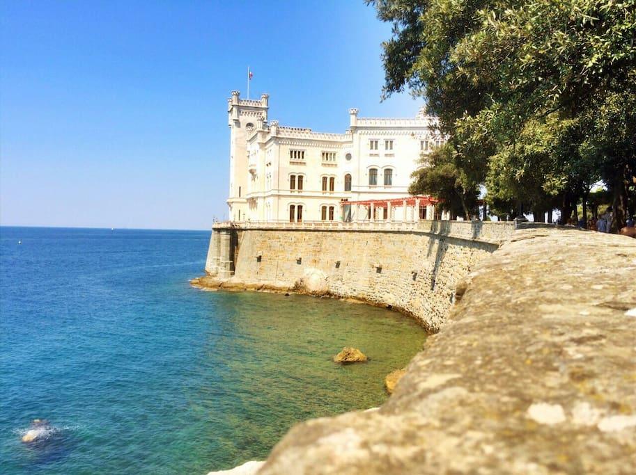Schloss Miramare von Barcola aus