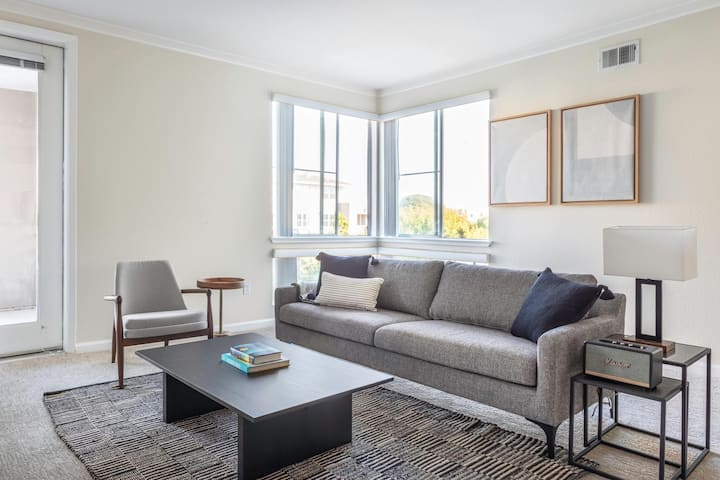 Chic San Mateo 1BR w/ Pool, Spa, Parking, walk to Dining by Blueground