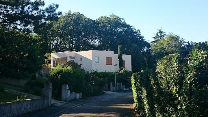 Belle et grande maison proche Valence