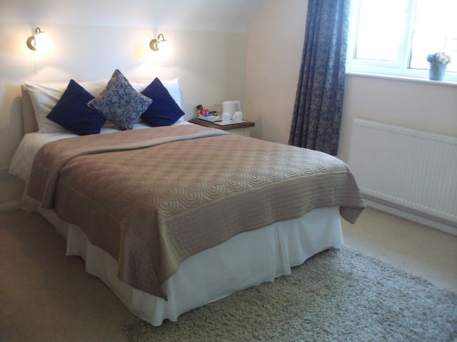 4* Silver Double En-suite with Private Parking - Saffron Walden