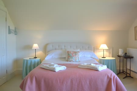 Luxury double bedroom with ensuite - Week St Mary