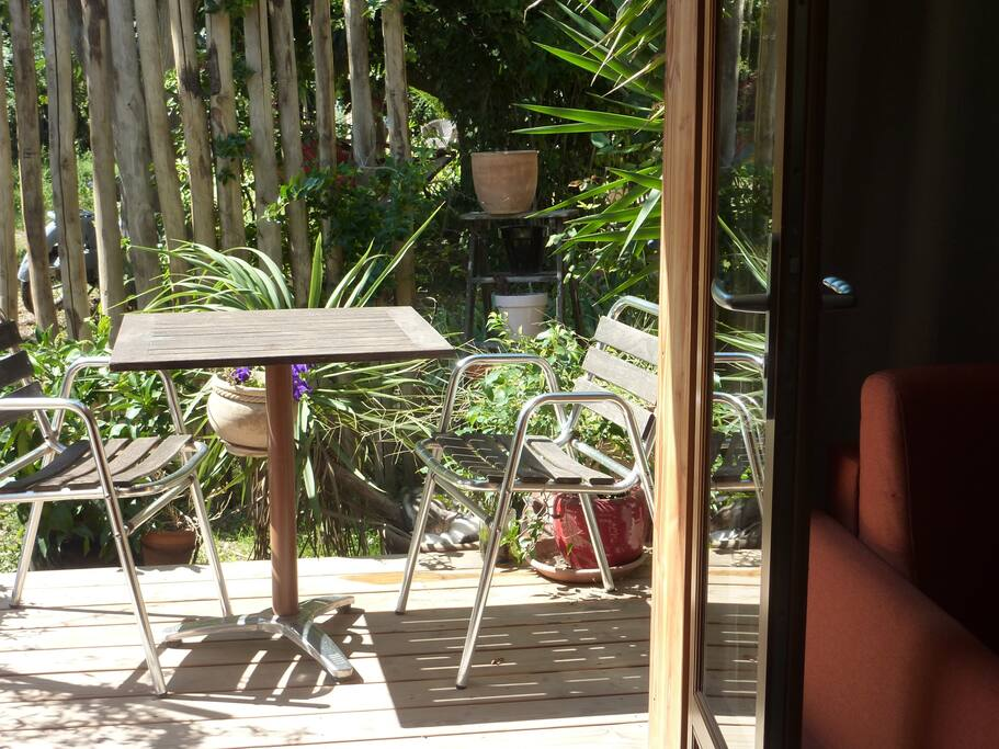 studio dans jardin chalets te huur in s te languedoc roussillon frankrijk. Black Bedroom Furniture Sets. Home Design Ideas