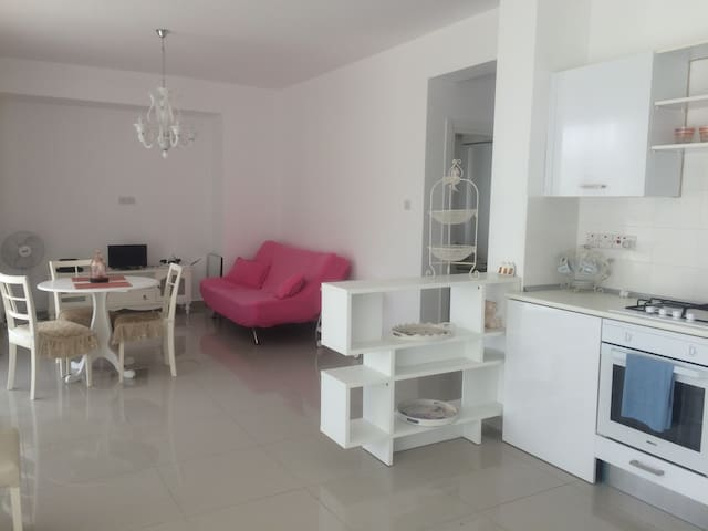 Beach 4 mins walk 2bedrooms apartment nearGAU