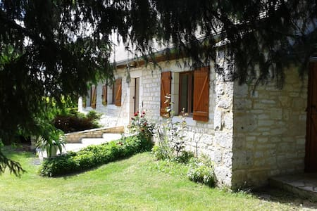 charmante maison en pierres dans le LOT - Ussel - House
