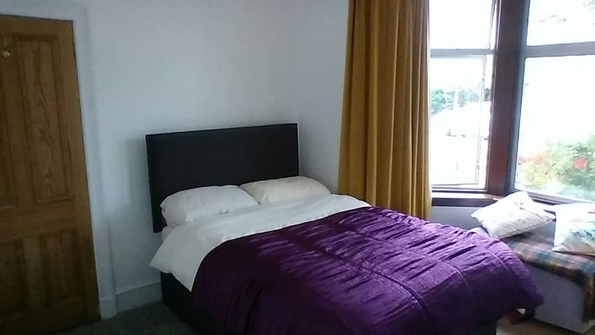 Double bedroom in large quiet house - อเบอร์ดีน