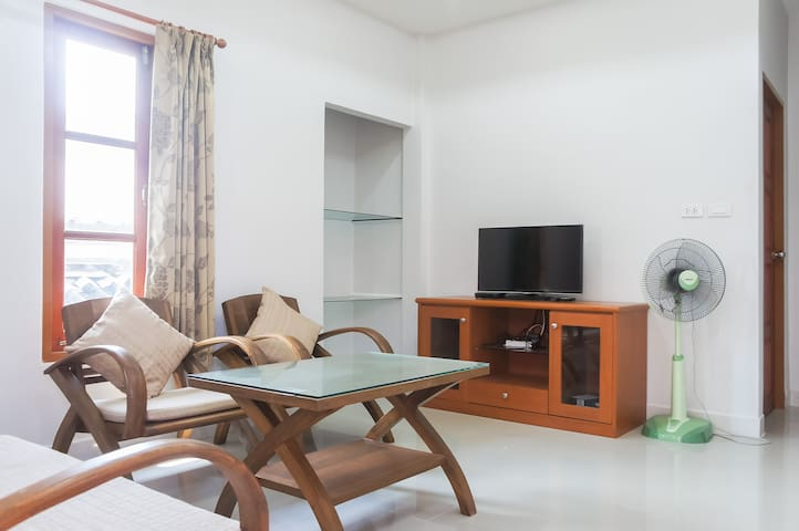 2 bedroom house close to the beach - Tambon Choeng Thale - Hus
