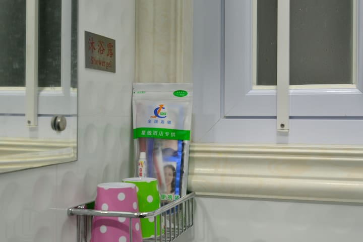 (3) 干、濕分開,溫馨雙人大床房間(房號3)!值得一試!