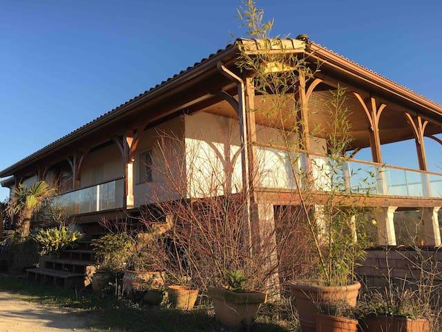 Vue lac - 3 chambres - Jacuzzi - Sauna - Terrasse.