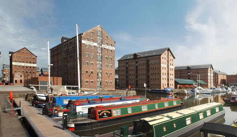 Number 10 The Docks Apartment - Gloucester - Apartment