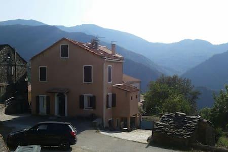 Grande maison village centre corse - Cambia - Hus