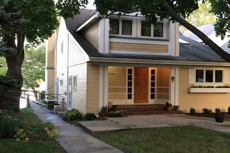 Charming Lake home - Oconomowoc