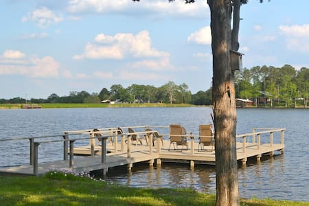 Lake cabin on small private lake - Smithville