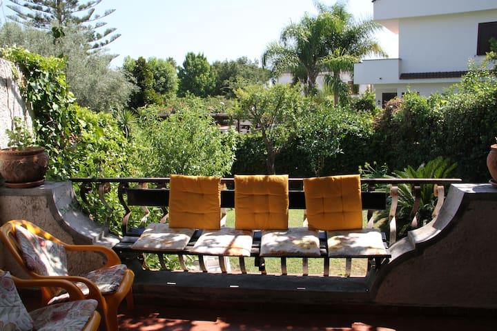 Villino al mare con giardino - San Felice Circeo - House