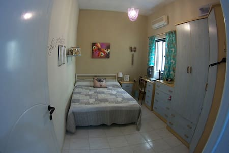 cosy double room with own bathroom - Rabat - Huis