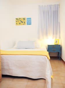 Cozy Bedroom next airport and Fira - Hospitalet de Llobregat - Apartment