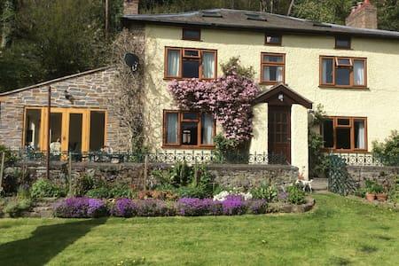 Tynewydd Welsh Farmhouse B&B - Llanfyllin - Ev