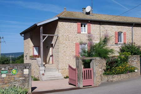 """Les chambres de Toury""  3 pers - Bed & Breakfast"