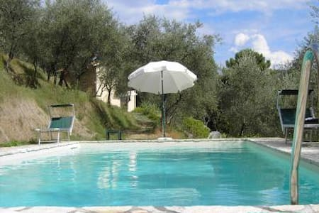 Bella casa con giardino e piscina.  - カマイオーレ